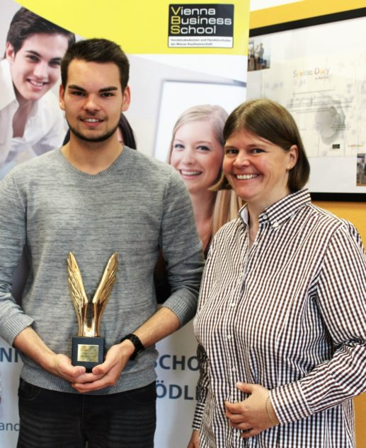 VBs mödling Merkursieger Vladimir Batic mit Klassenvorstand Mag Sabine Heissenberger - Kopie